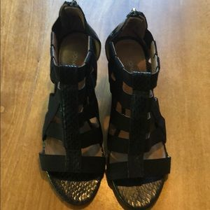 Donald J Pliner Size 6.5 Black Wedges